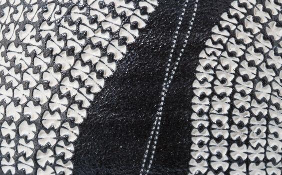 Kondo Yutaka, Black vase with white dotted pattern